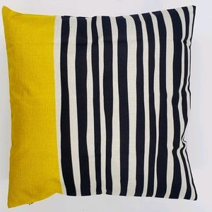 NWT 18×18 Pillow covering